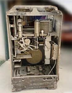 Wurlitzer 600 inside before